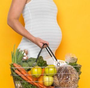 زنان باردار و احتیاط در مصرف خوراکی